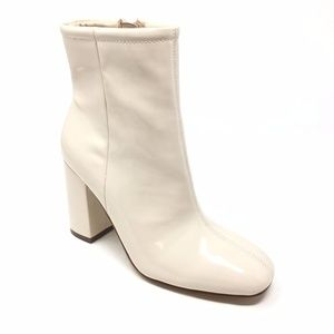 Women's NEW Urban Outfitters Sloane Booties Sz 7M